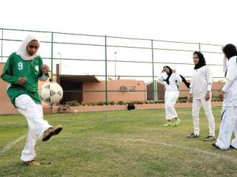 عربستان سعودی: دختران می توانند در مدارس ورزش کنند