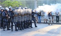 درگیری پلیس با مردم در پی اعتراض به هزینههای گزاف دولت برزیل برای جام جهانی