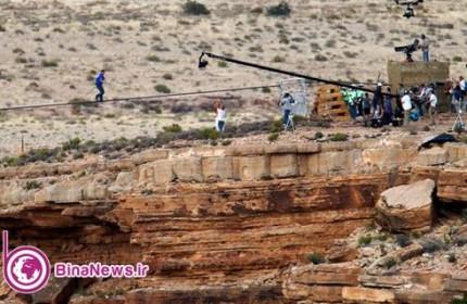عبور ماجراجوی آمریکایی با طناب از فراز دره گرند کنیون