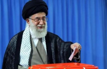 رهبرمعظم انقلاب رای خود را به صندوق انداختند