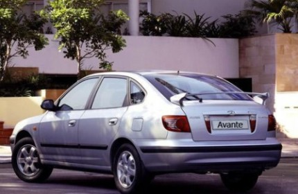 واردکنندگان از کاهش قیمت خودرو خودداری میکنند