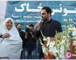 احسان علیخانی شهید را پس از ۲۷ سال به آغوش مادرش بازگرداند/تصاویر