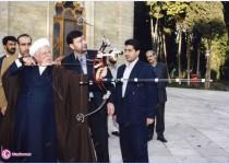 تيراندازي آيتالله هاشمي رفسنجانی با تيروکمان /عکس