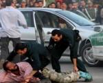 سارق گردنبند دختران دستگیر شد/عکس متهم