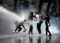 انتقاد اتحادیه اروپا از خشونت بیش از اندازه نیروهای امنیتی ترکیه علیه معترضان