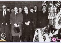 هویدا در مراسم تشییع جنازه منصور