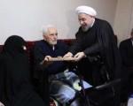 دیدار رییس جمهور با یک جانباز قطع نخاعی و خانواده سه برادر شهید