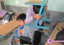 عکسی جالب از مانوز زلزله دیروز در مدارس