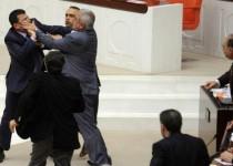 زد و خورد نمایندگان پارلمان ترکیه