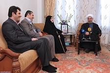 دیدار رئیسجمهور با خانواده شهید و جانباز ۷۰ درصد اهل تسنن