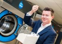اولین ماشین لباسشویی بینیاز از آب عرضه شد