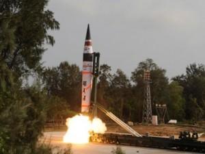 وزیر دفاع ویژگیهای موشک بالستیک را تشریح کرد