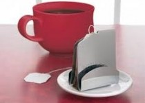 سالم بودن چای کیسهای را با یک لیوان آب سرد آزمایش کنید
