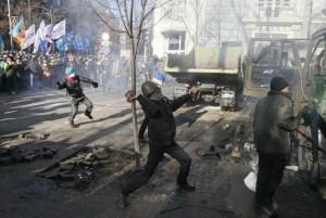 درگیری شدید معترضان با نیروهای پلیس اوکراین