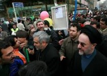 اقدامی عجیب از سوی افراطی ها برای عدم حضور خاتمی در راهپیمایی!
