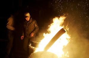 کمکهای اولیه برای بیماران سوخته/ پرهیز از انداختن مواد منفجره در آتش