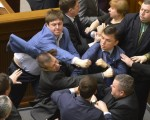 درگیری در پارلمان اوکراین با حمایت کمونیستها از معترضان حامی روسیه