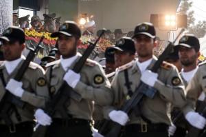 در مراسم رژه روز ارتش سلاحهای «اخگر» و «محرم» رونمایی شدند