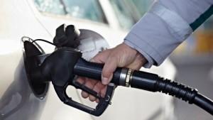تکلیف قیمت نهایی بنزین امشب مشخص میشود