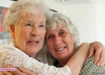 ملاقات خواهران دوقلو بعد از ۷۸ سال/ عکس