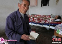 مردی که 24 سال است بدهی خود به همسایگانش را پرداخت می کند/تصاویر