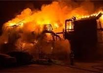 آتش سوزی انبار روغن در قزوین مهار نشده و همچنان ادامه دارد