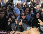 لطفی با اشکهای حسین علیزاده و هوادارانش بدرقه شد/تصاویر