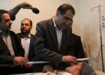 معاینه بیماران جزو برنامه سفر های استانی وزیر