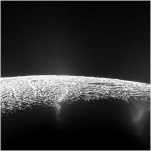 نقشهبرداری از 101 آبفشان بر سطح قمر یخزده زحل