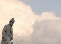 سرنوشت غمانگیز مجسمههای یک مرد