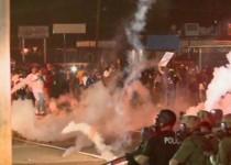 فرگوسن آمریکا - بازداشت 31 تن و شلیک به معترضان با گلولههای واقعی