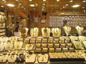 ادامه روند کاهشی قیمت طلا و سکه در بازار/یکشنبه ۳۰ شهریور ۱۳۹۳
