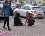 گدایی یک دختر برای خرید مدل جدید آیفون/تصاویر