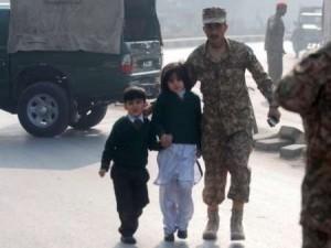 قتلعام ۱۲۶ كودك در يك مدرسه توسط طالبان پاكستان