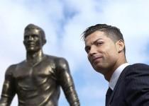 مجسمه 800 کیلویی کریستیانو رونالدو در زادگاهش/تصاویر
