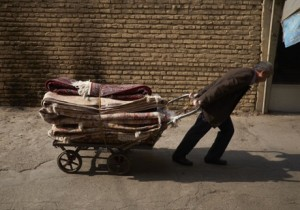 گزارش گاردین از تاثیر قیمت نفت بر اقتصاد ايران: آنها ما را دست انداختهاند!