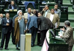 محکومیت دو نماینده دلواپس مجلس به انفصال از مشاغل دولتی