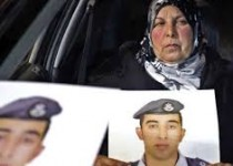 مرگ مادر خلبان اردنی با مشاهده سوزانده شدن پسرش