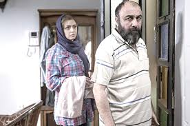 اشاره در تیتراژ فیلم به زن و شوهر بودن رضا عطاران و فریده فرامرزی