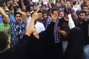 دستگیری زنِ قمه بدست در تجمع اعتراض به فیلم رستاخیز /عکس