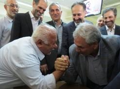 مچ اندازی پیرمرد با وزیر رفاه/عکس