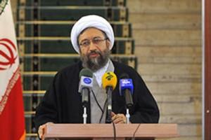 آیت الله آملی لاریجانی: قوه قضاییه در حد توان به دولت کمک میکند