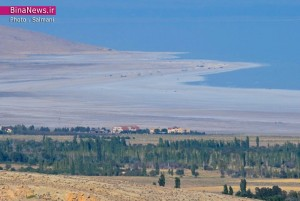 زمین خواری در حاشیه دریاچه ارومیه