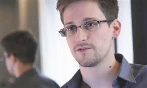 اسنودن به روسیه درخواست پناهندگی سیاسی موقت داد