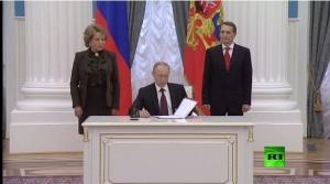 پوتین معاهده الحاق کریمه به روسیه را امضا کرد