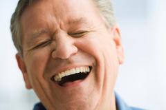 خنده موجب کاهش درد میشود