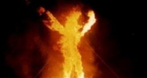 مرد معتاد خانه و زنش را به آتش کشید