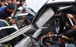 برخورد پژو با قطار در اراک جان چهار نفر را گرفت