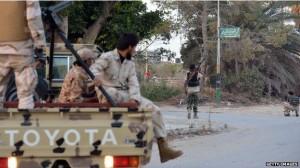ادامه درگیریها در لیبی/هزاران لیبیایی منازل خود را در طرابلس ترک کردند