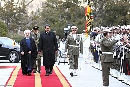 رئیس جمهور ونزوئلا وارد تهران شد/ روحانی از مادورو استقبال کرد